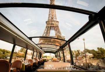 Travel to PARIS with an unusual dinner in a ... BUS! April 2016 - 38 persons
